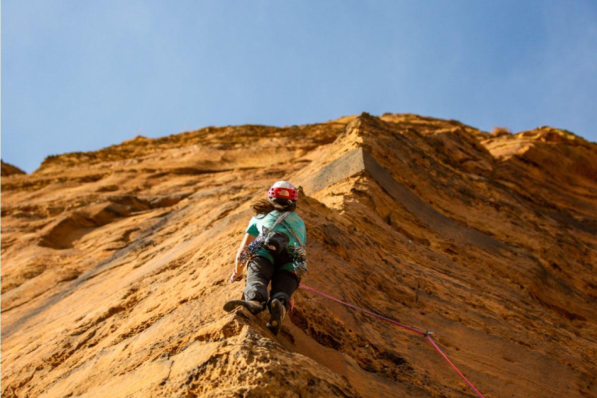 Caroline Cialvaldini climbing